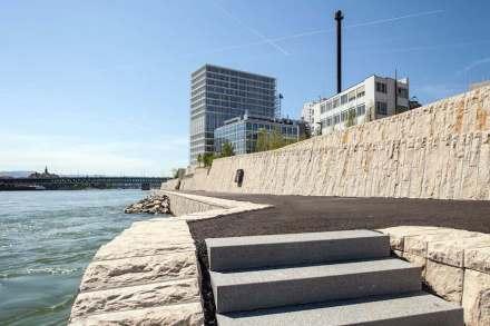 Die Neue Uferpromenade am Rhein in Basel.