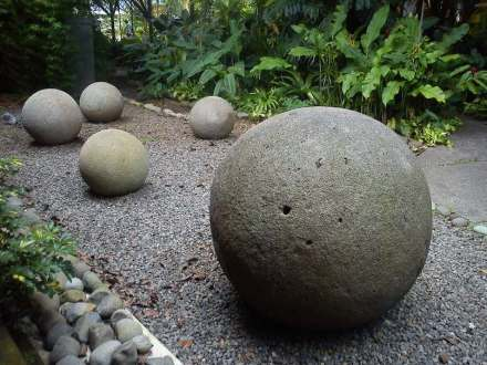 "Stone Spheres at the National Museum of Costa Rica. Photo: Rodtico21 / <a href=""https://commons.wikimedia.org/""target=""_blank"">Wikimedia Commons</a>"