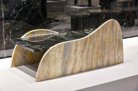 "Table ""Entremontes"". Design: Rodrigo Ohtake. Company: Qualitá Group. Stone: marble Lanzarote (plate), marble Riviera."