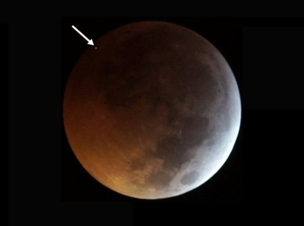 The flash from the impact of the meteorite on the eclipsed Moon on January 21, 2019. Source: J. M. Madiedo / MIDAS