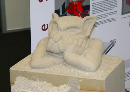 Nur gering ist die Begeisterung bei jungen Leuten für eine Ausbildung in einem Kleinstbetrieb. Skulptur der Steinmetzschule Königslutter, gezeigt auf der Stone+tec 2018.