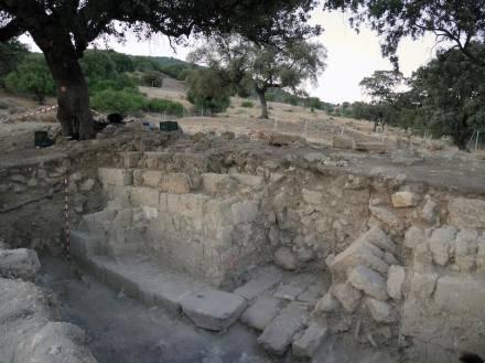 Portikus und Toranlage in den Ruinen von Madinat al-Zahra.