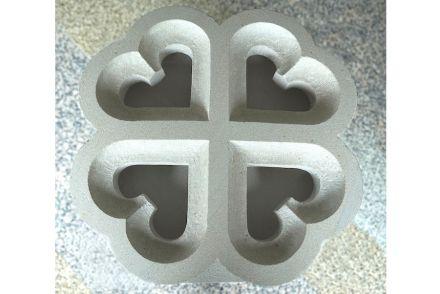 Liedtke, Jonathan: Maßwerk auf gespannter Fläche, Schönbrunner Sandstein, L x B x H in cm: 49,5 x 49,5 x 11,9.