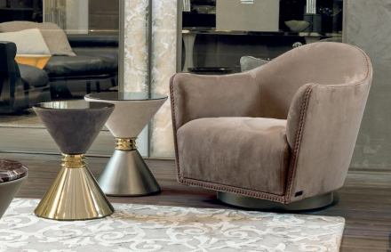 """Longhi: armchair """"Vivienne""""."""