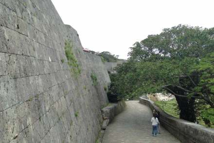"Fortification wall around Shuri castle. Photo: Soramimi / <a href=""https://commons.wikimedia.org/""target=""_blank"">Wikimedia Commons</a>"