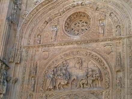 "Detail aus der Fassade der Kathedrale von Salamanca. Foto: JoJan / <a href=""https://commons.wikimedia.org/""target=""_blank"">Wikimedia Commons</a>"