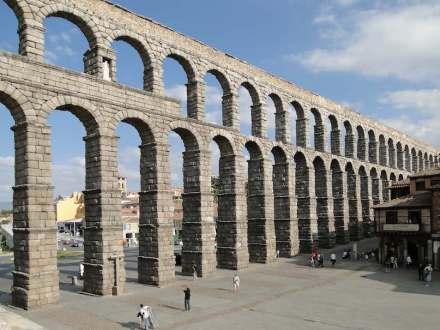 "Der Aquädukt von Segovia. Foto: Bernard Gagnon / <a href=""https://commons.wikimedia.org/""target=""_blank"">Wikimedia Commons</a>"
