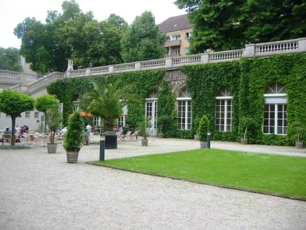 """Die Orangerie im Körnerpark in Berlin-Keukölln. Foto: Assenmacher / <a href=""""https://commons.wikimedia.org/""""target=""""_blank"""">Wikimedia Commons</a>"""