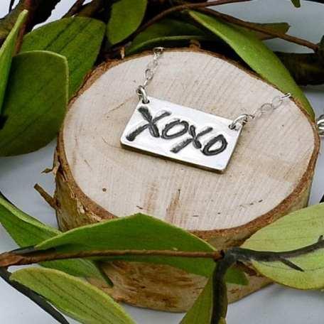 EK01127 XOXO SS Necklace Lifestyle 3