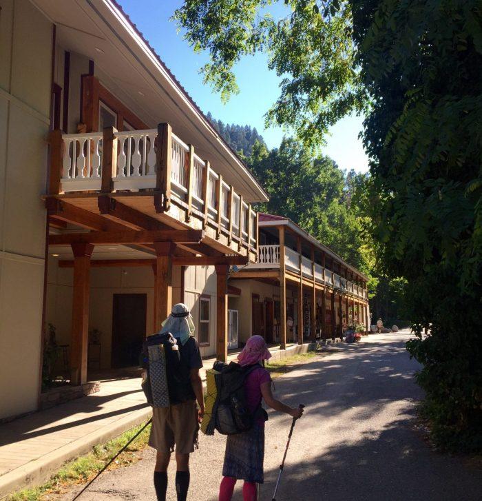 Beardoh and Sweet Pea arriving at Belden Town resort