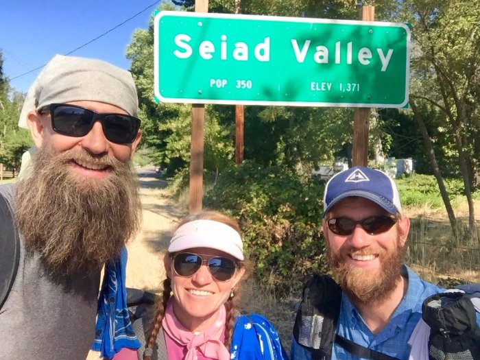 Beardoh Sweet Pea and Mountain Man arriving in Seiad Valley