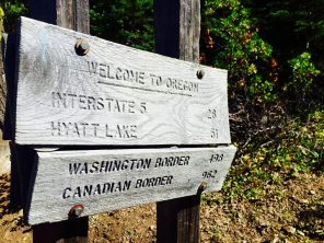 Welcome to Oregon sign with PCT mileages to Washington and Canada borders