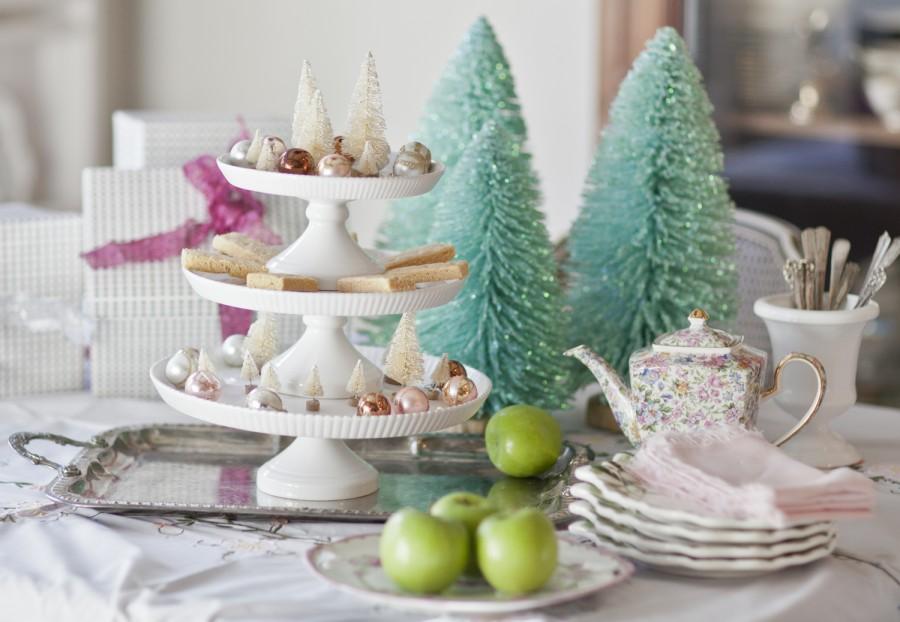 cedar hill farmhouse white cake plates & DESIGN INGENUITY EVENT... CREATIVE CAKE STANDS - StoneGable