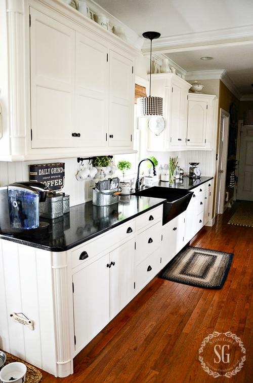 Functional and fabulous kitchen racks stonegable for Fabulous kitchens