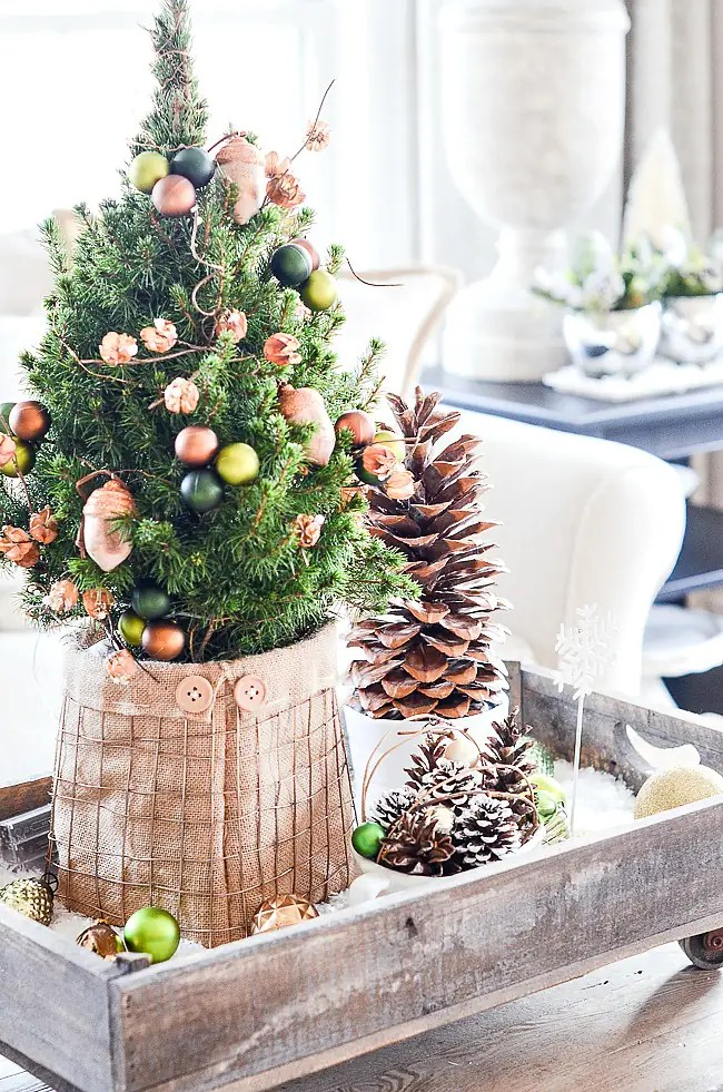 Tiny Christmas tree vignette DIY