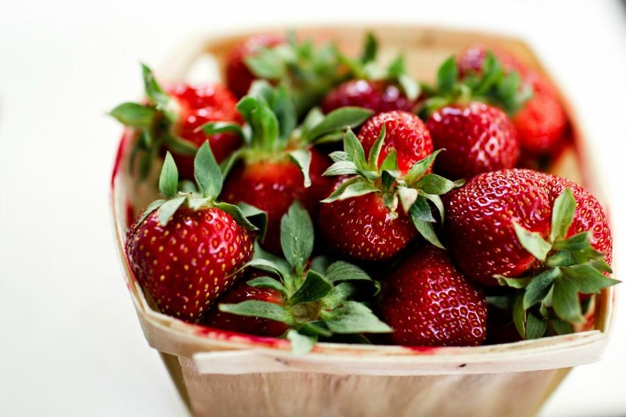 SCRUMPTIOUS STRAWBERRY COBBLER- A beautiful taste of summer!