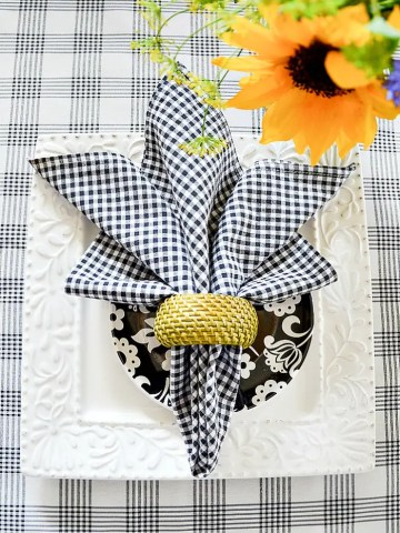 MY FAVORITE (AND EASY) SUMMER NAPKIN FOLDS