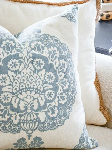 THE EASIEST PILLOW YOU WILL EVER MAKE!