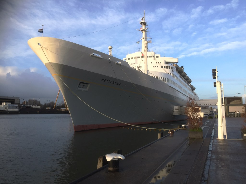Spectacular video footage of the ss Rotterdam