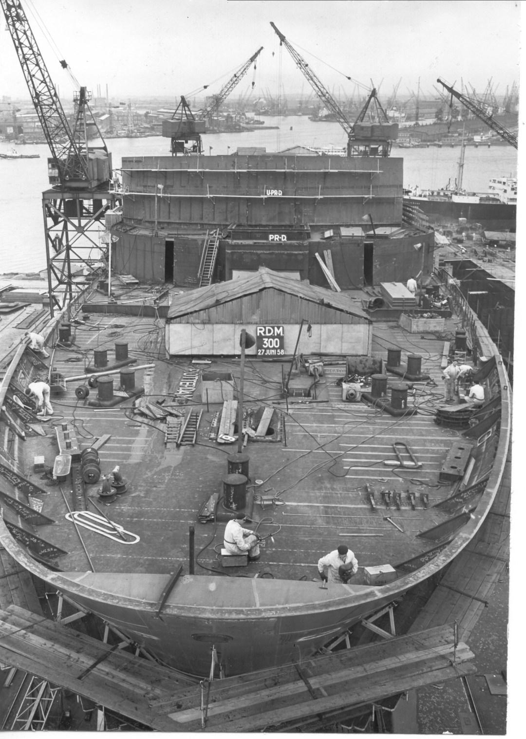 Bouwnummer 300 in juni 1958