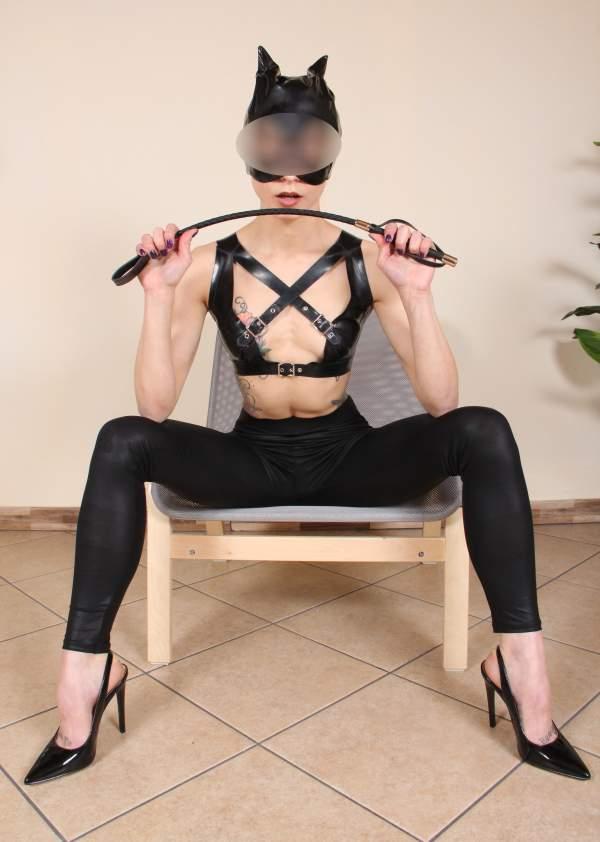 Annunci mistress a Cagliari di padrona sexy foto quattro
