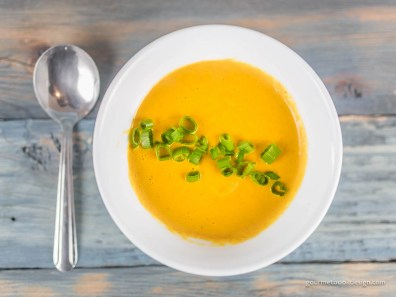 Roasted carrot curry soup