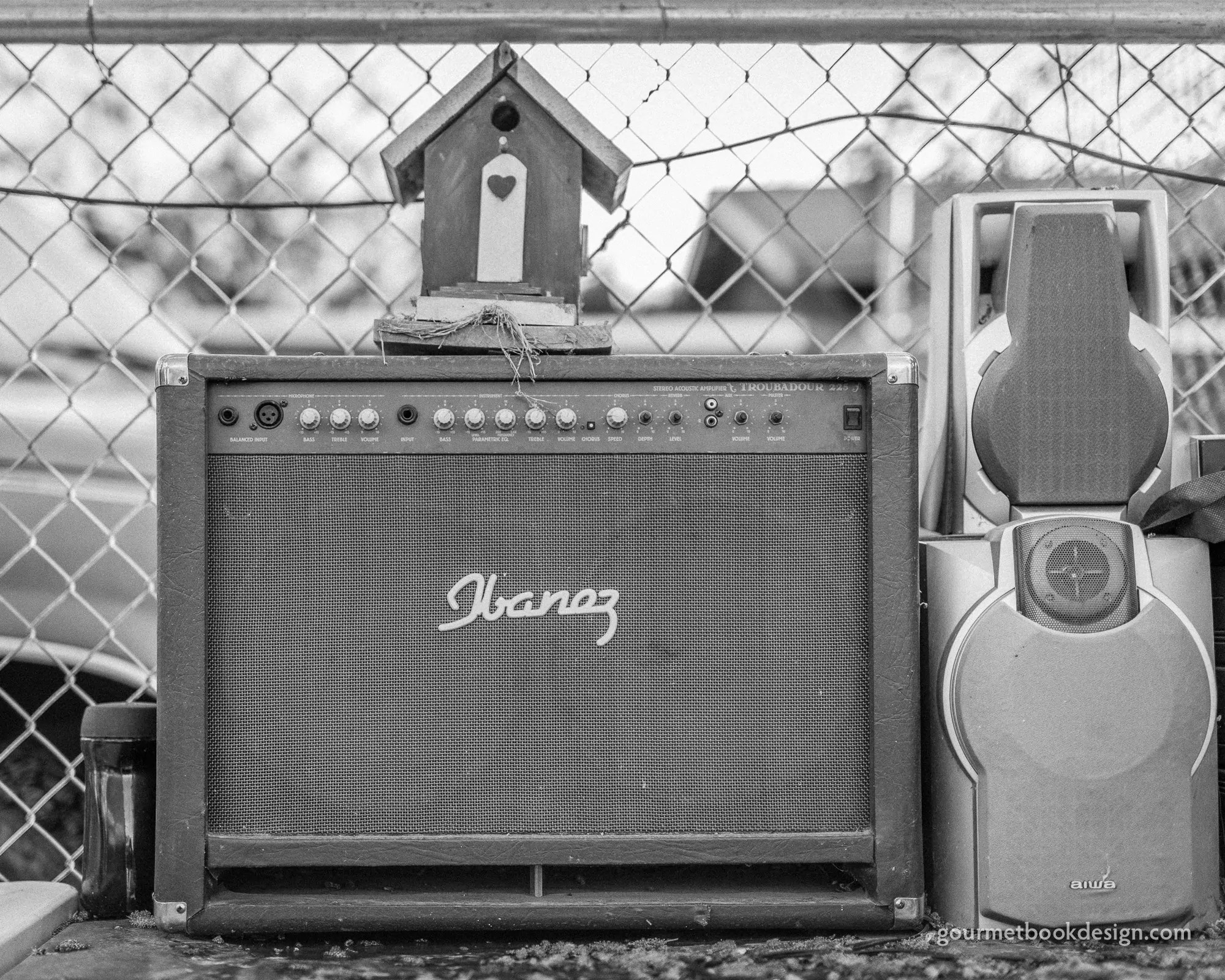 Outdoor guitar amp in the South Valley: Shotgun justice