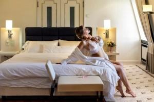 Verführerischer Rückblick: Braut-Boudoir Masterclass in einer Hotelsuite, in Dresden