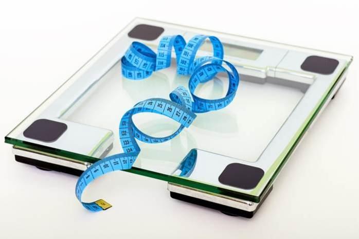 Waage abnehmen Arzt Diät gesund