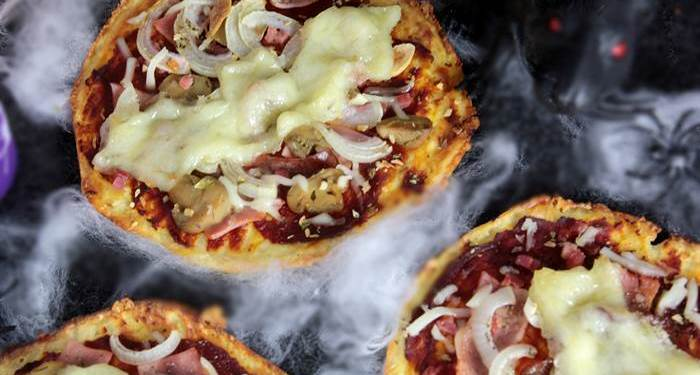 Low Carb Pizza im Halloweenstyle-Halloween-lowcarb-Pizza