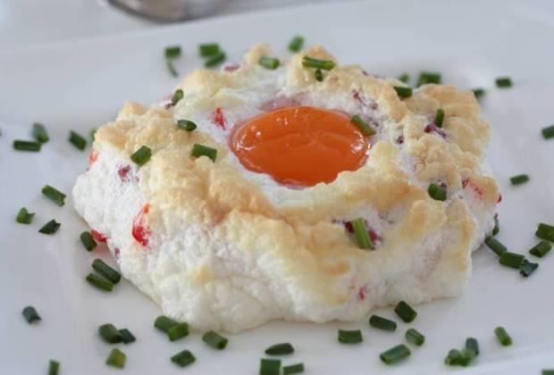 Cloud Eggs-Rezept-low carb-Frühstück-Ostern-Wolkeneier