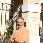 L'avvocato Valente davanti al suo studio a Teramo