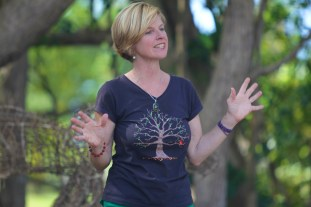 Jenni tells nature tales at the 'Living Earth Festival'.