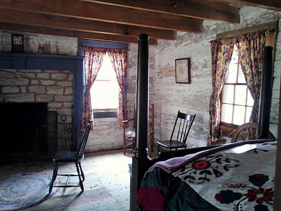1800-era-bedroom