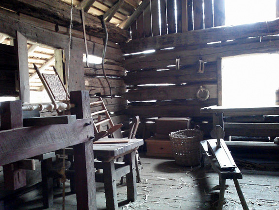1800s-era-homestead-workshop-the-homeplace-tessessee