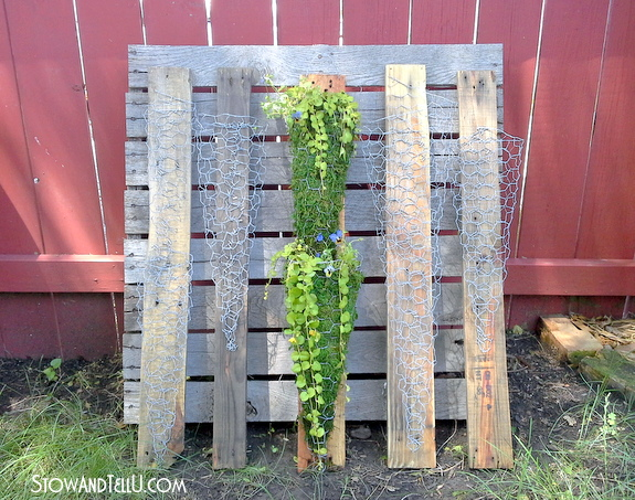 diy-vertical-chicken-wire-planter-container