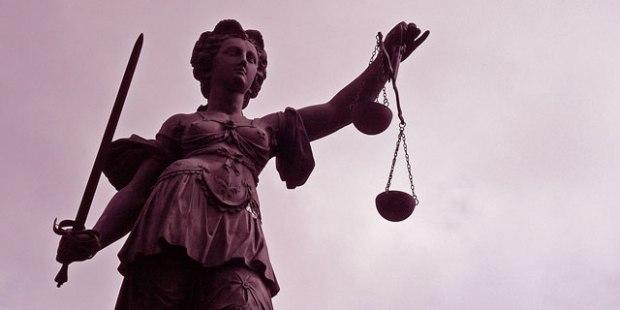 Justitia, Gerechtigkeit, Tugce, Senal, Körperverletzung, Todesfolge, Ohrring, Verkettung, Umstände, Alkohol, Notwehr, Tuğçe