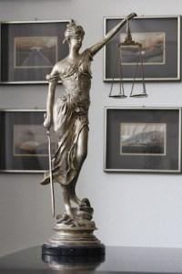Kanzlei Schroth, Kiesinger und Kollegen - Justitia