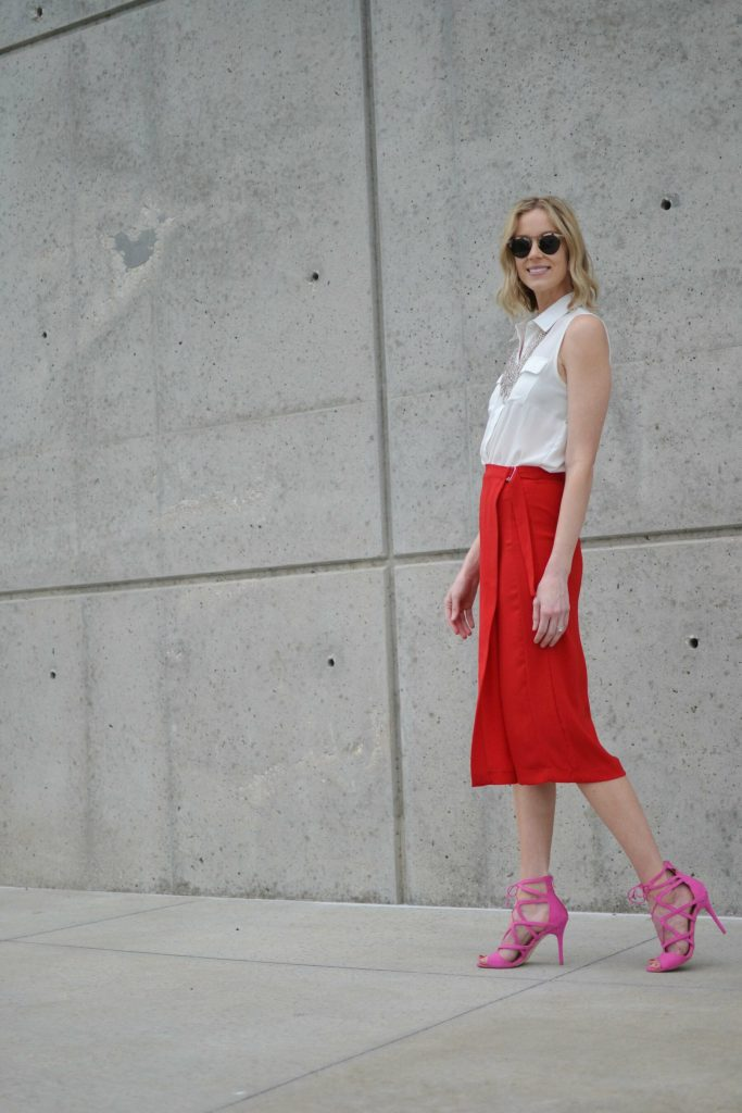 red culottes, white blouse, silver bib necklace, pink heels 2