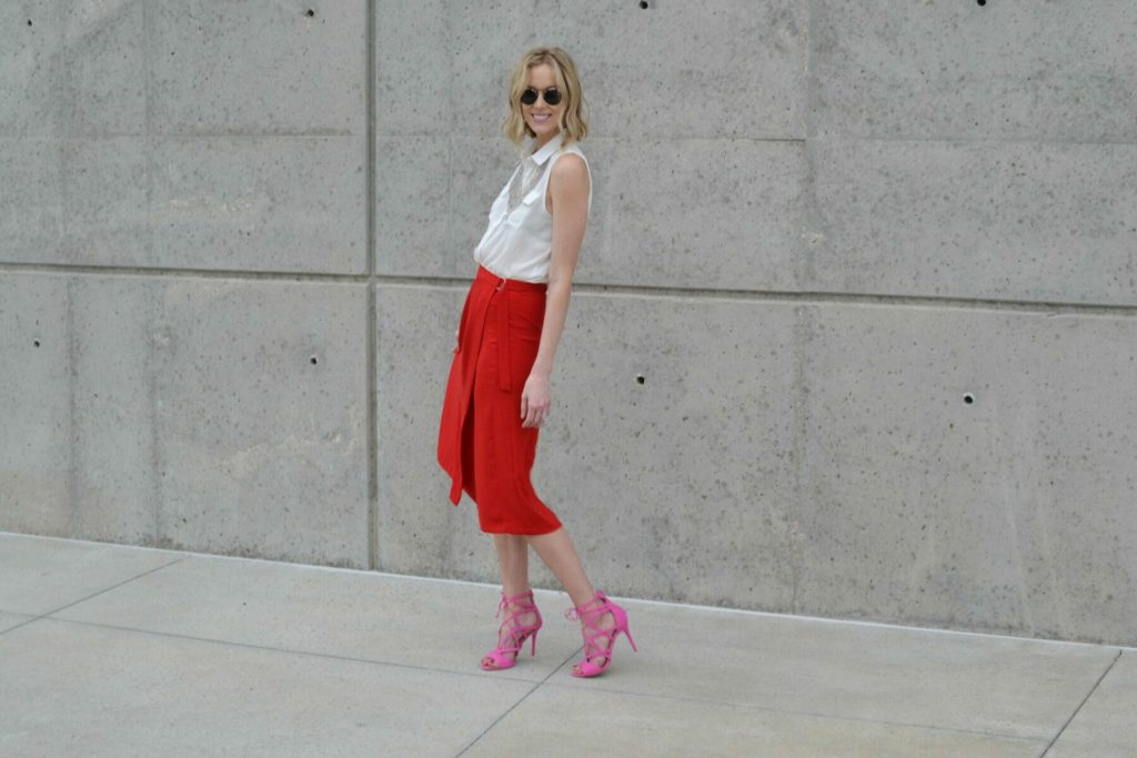 red culottes, white blouse, silver bib necklace, pink heels 6