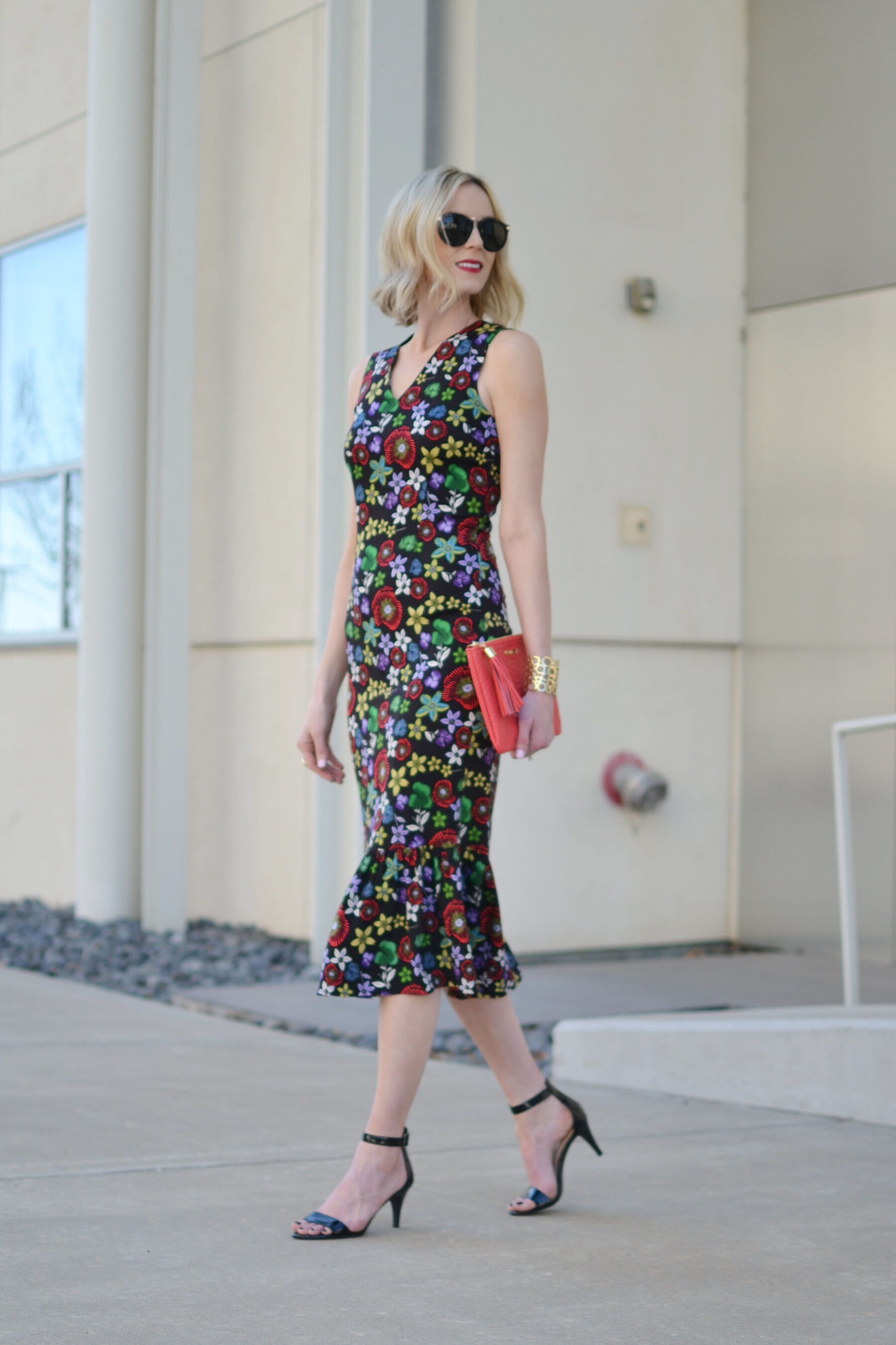brief 1 rent the runway Dive brief: rent the runway will loan its customers $135 billion of couture and other high-end clothing this year, women's wear daily reports.