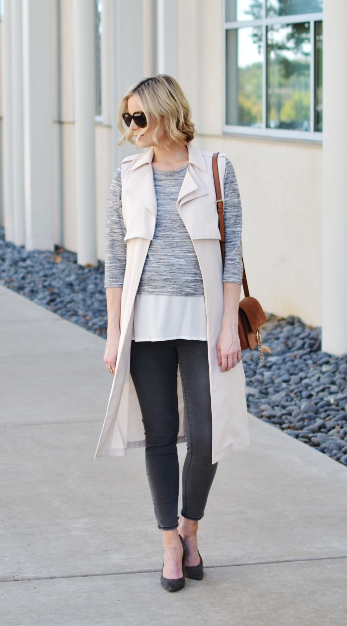 monochrome grey outfit with vest, fall outfit idea, stylish maternity outfit, grey jeans