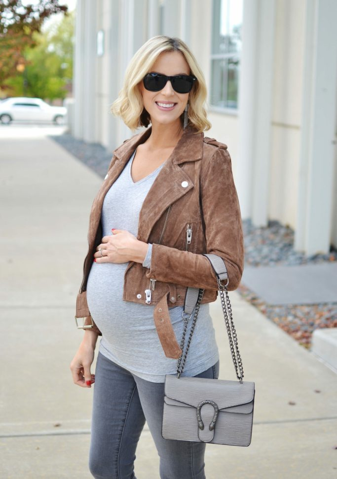 grey and tan fall outfit idea, grey jeans, grey tee, tan suede jacket, tan booties, stylish maternity outfit