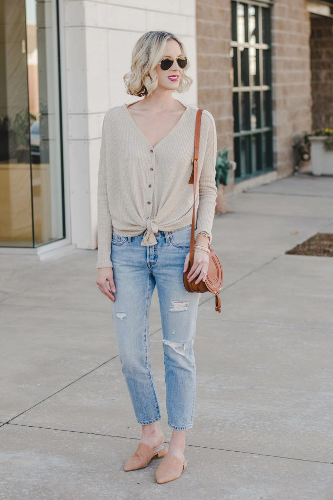 neutral casual outfit, mom on the go outfit