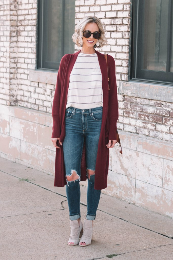 skinny jeans with t-shirt and cardigan