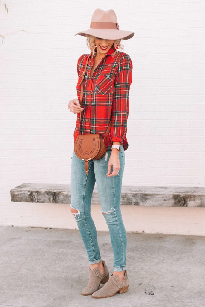 cute and easy fall outfit idea, red flannel shirt