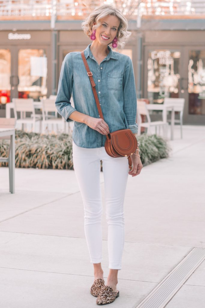 mini casual capsule wardrobe, 13 pieces, 10 outfits - white jeans and chambray shirt with leopard mules