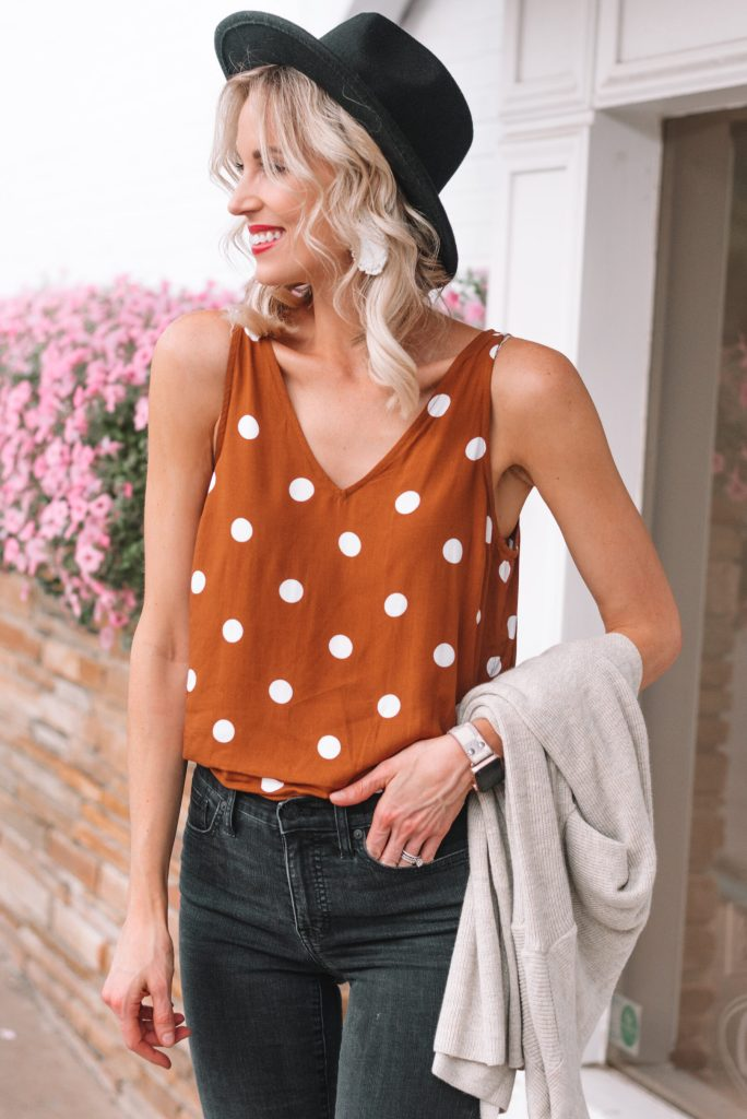 cute polka dot tank top with black jeans for fall transition look