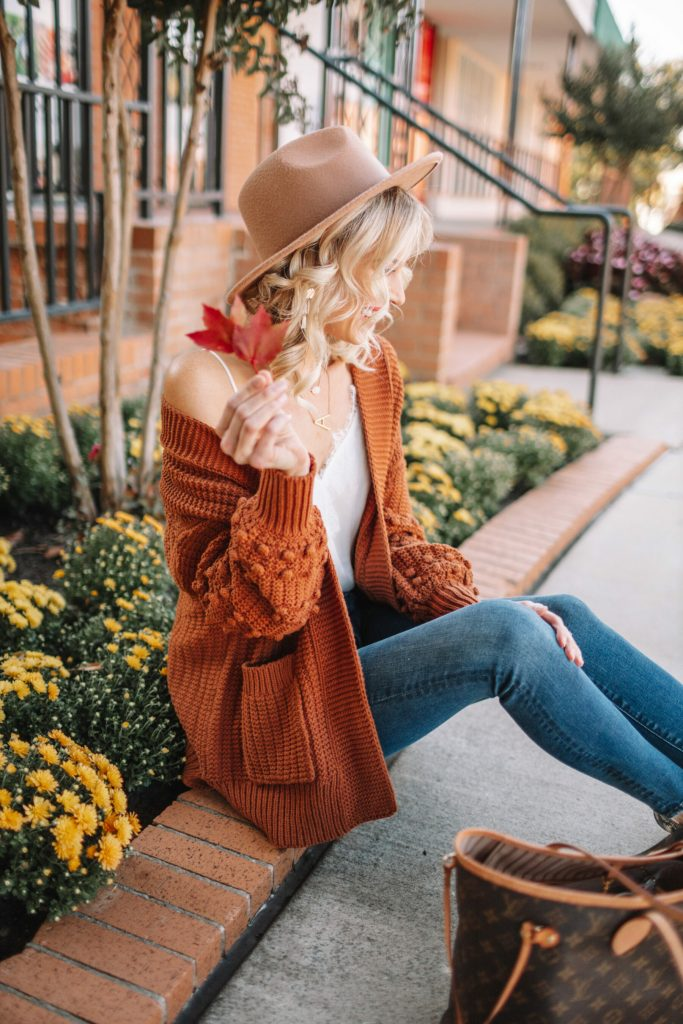 cozy cardigan, pom pom cardigan, fall outfit, casual Thanksgiving outfit idea