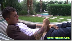 boys-pissing-chris_porter_piss_and_stroke_in_a_hammock (5)